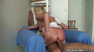 Bigcocked guy fucks blonde..