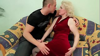 OLD BLONDE MILF FUCKS YOUNG..