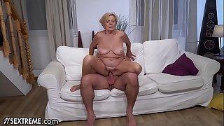 21Sextreme Big Titty Mature..