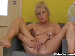 Euro granny Koko rubs her..
