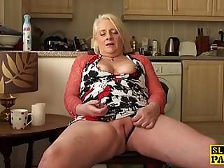 British granny fingerfucking..
