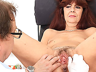 Granny gets her puss gaped..