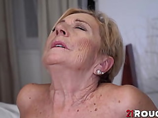 Kinky blonde granny pussy..