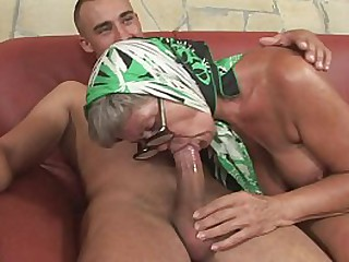 Very hot granny with amazing..