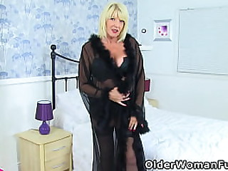 Big boobed granny Amy from..