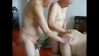 Granny cuckold. Amateur home..